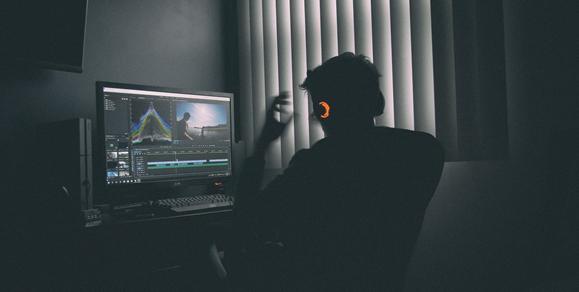 Programa de edição em desktop | Foto: Mark Cruz
