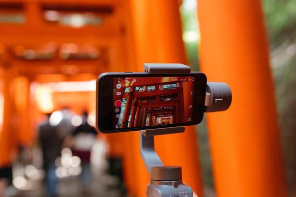 Grave vídeos para alavancar suas vendas | Foto: Joey Huang