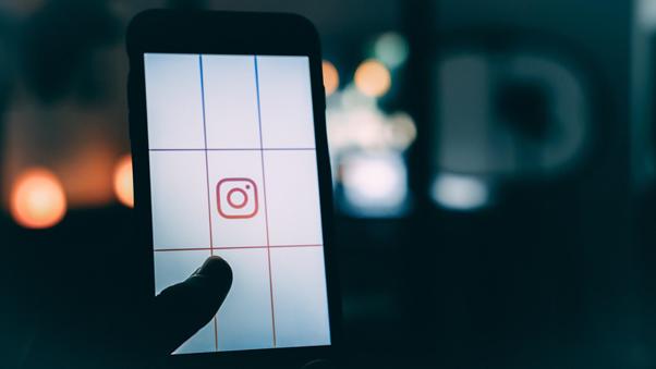 Utilize o Instagram para relacionar-se com os clientes de forma rápida e eficaz | Foto: Luke van Zyl