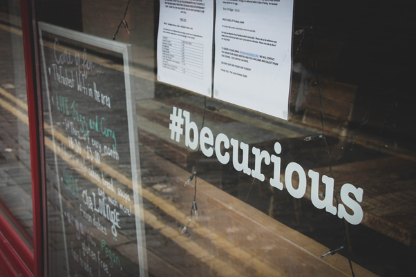 Algumas lojas ou marcas criam as próprias hashtags como estratégia de marketing | Foto: Gary Butterfield